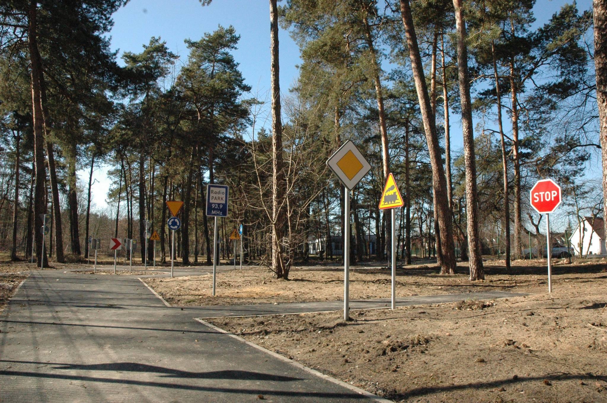 Wykonanie mini miasteczka drogowego w celach edukacyjnych dla najmłodszych dzieci